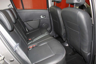 RENAULT CLIO 1.6 VVT Initiale TomTom 5dr Auto