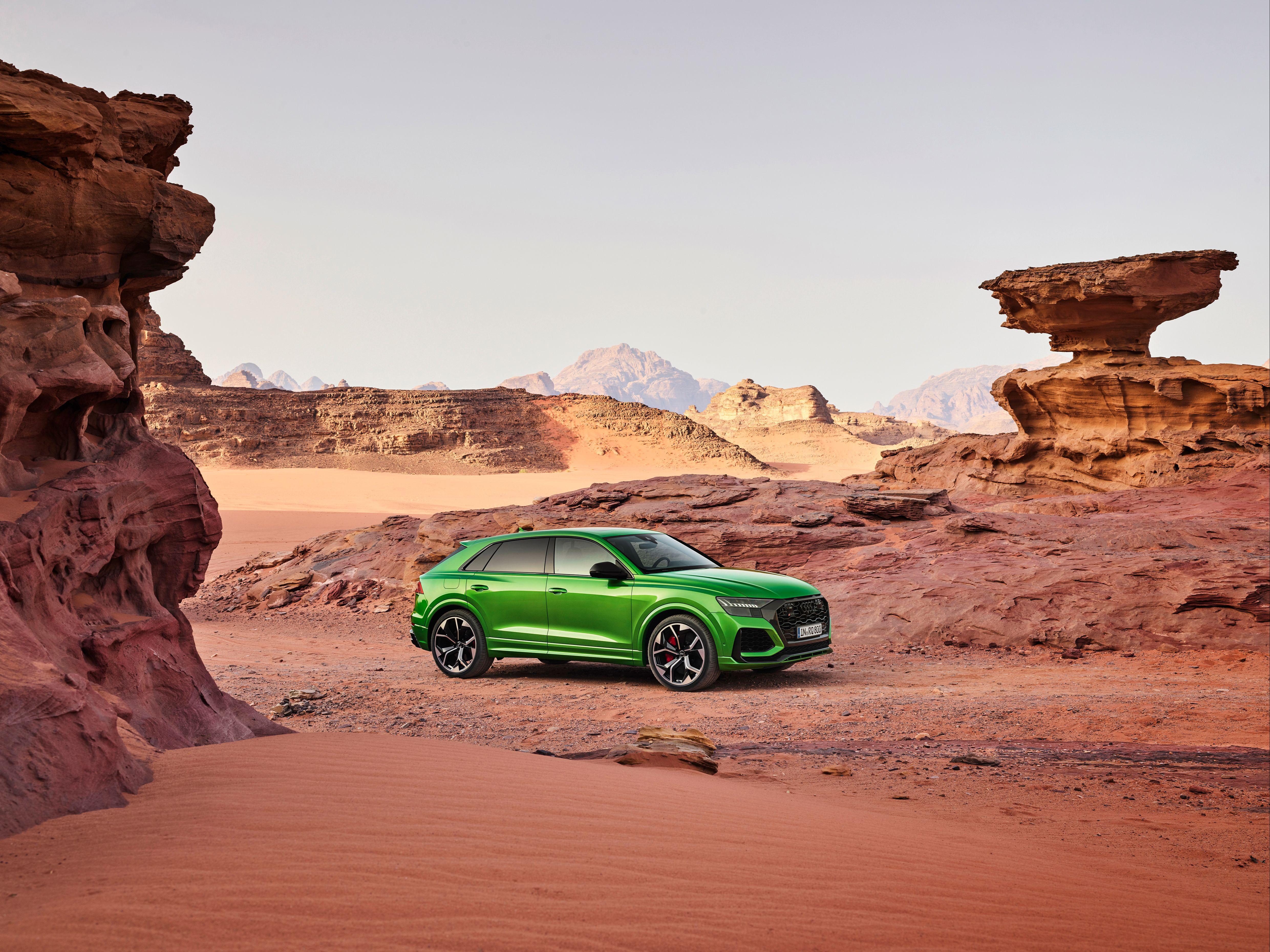 Green Audi RS Q8