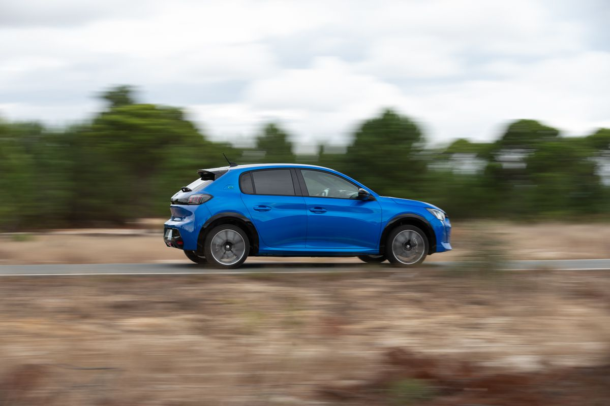 Peugeot e-208 driving