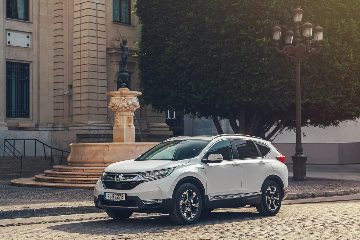 White HONDA CR-V Hybrid parked on a cobbled road