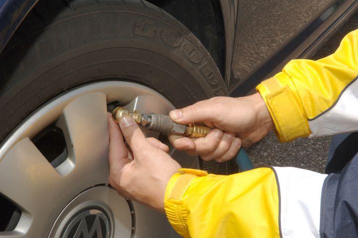 Adding air into tyres