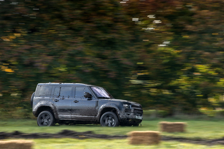 bond car 2020 land rover defender