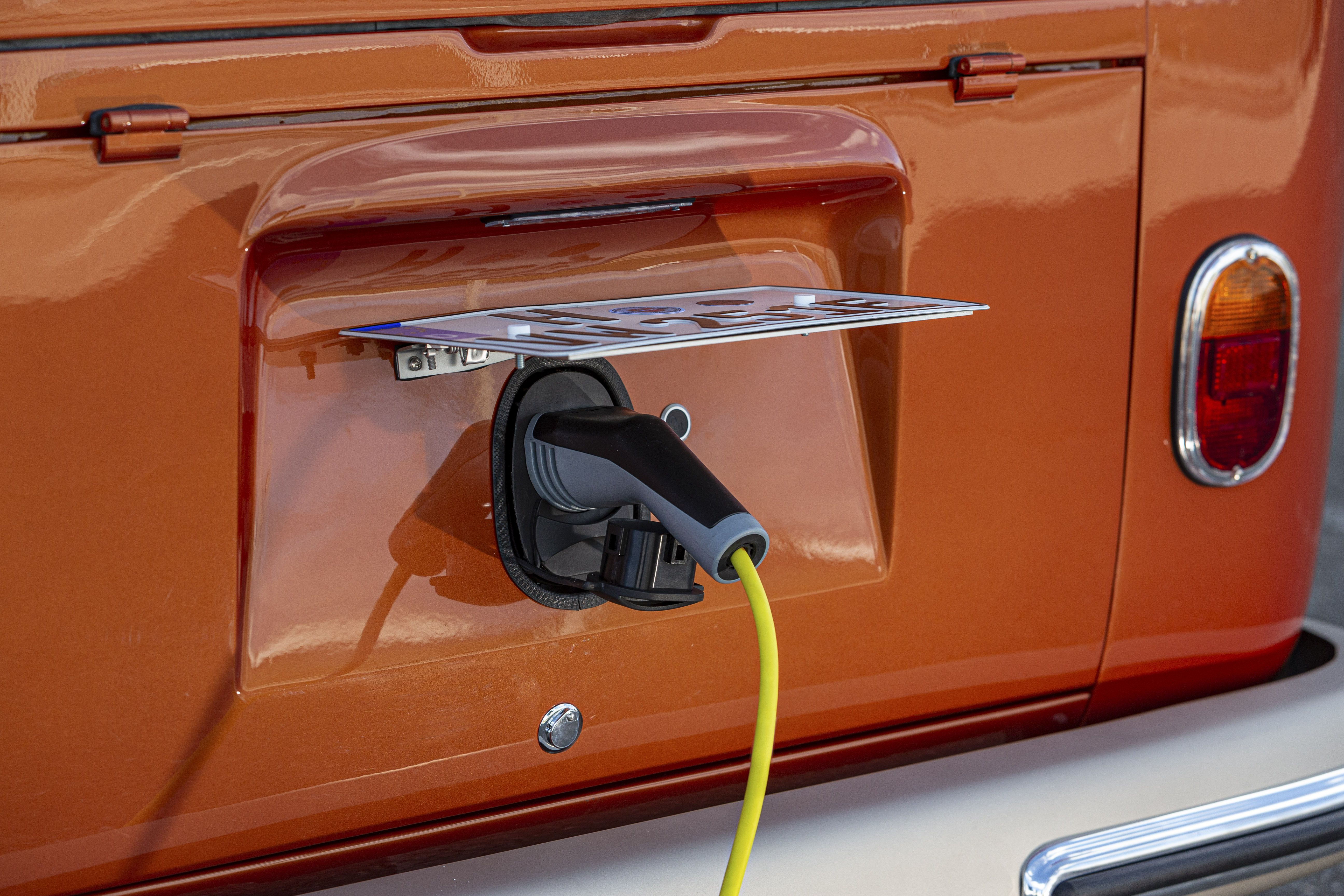 VW e-Bulli charging