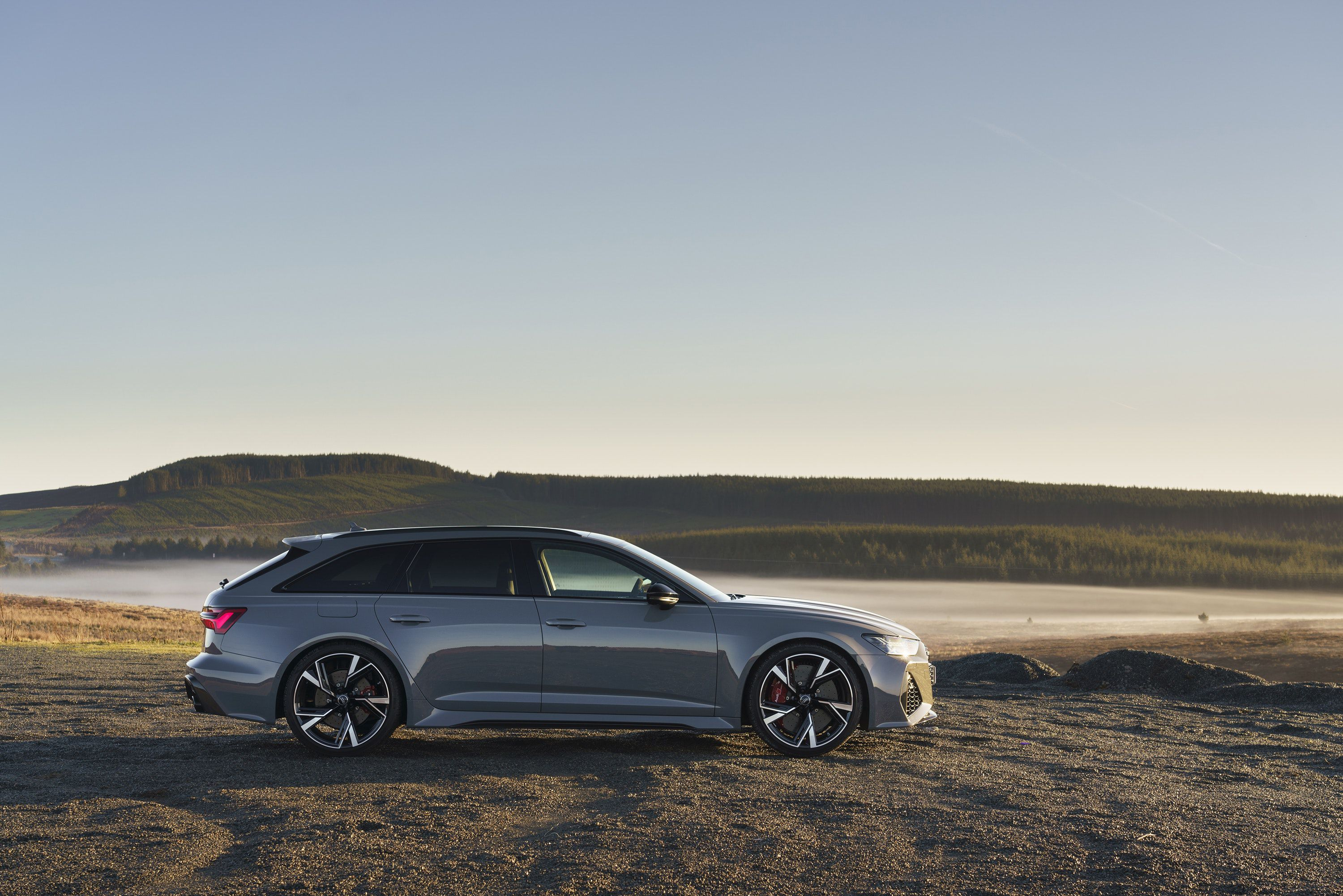 Side view of the Audi RS6 Avant for sale
