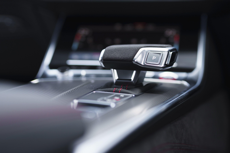 Gear stick in the Audi RS6 Avant