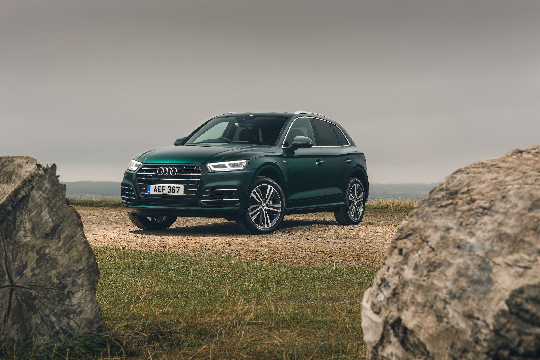 Green Audi Q5 TFSI e