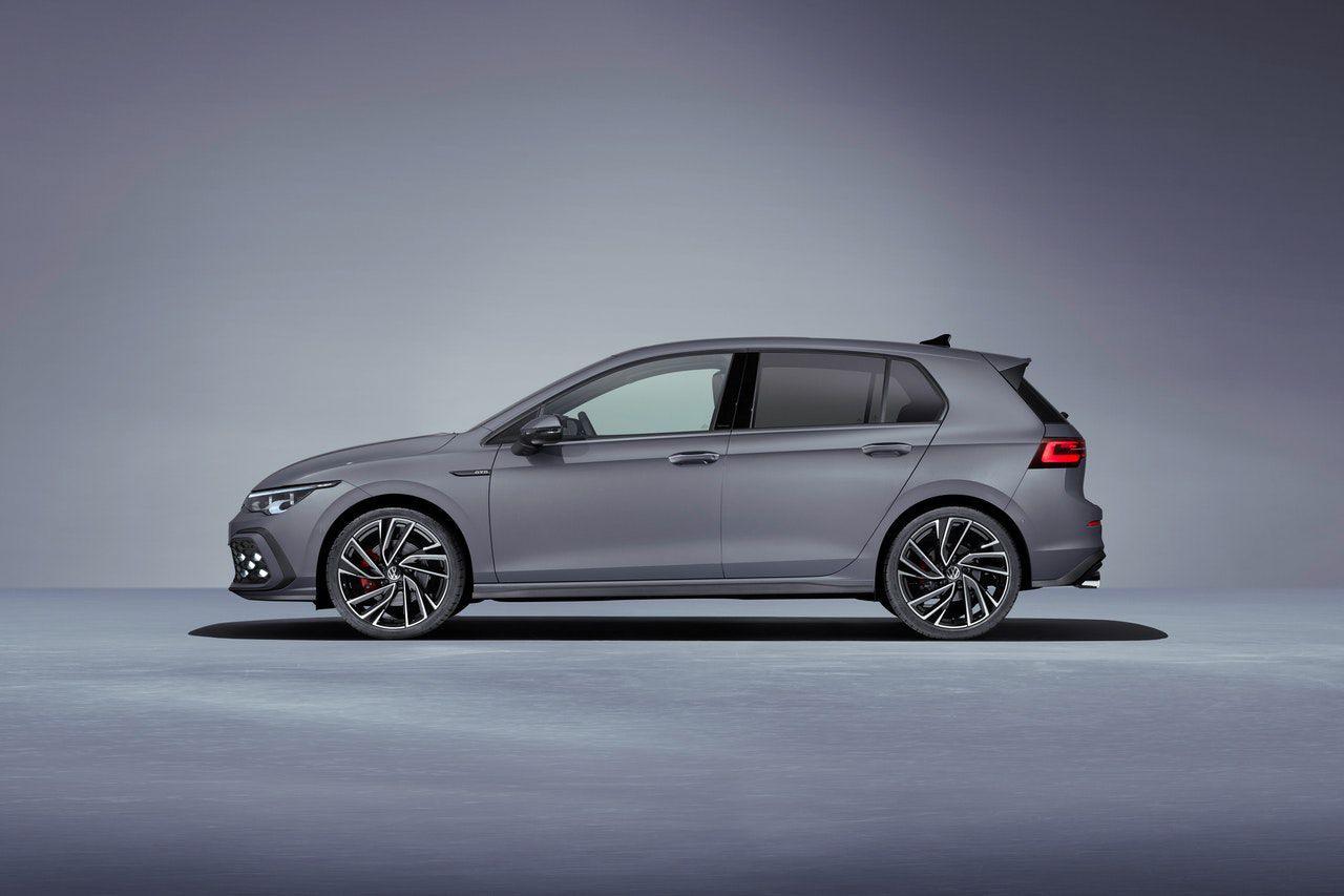 Side view of the golf