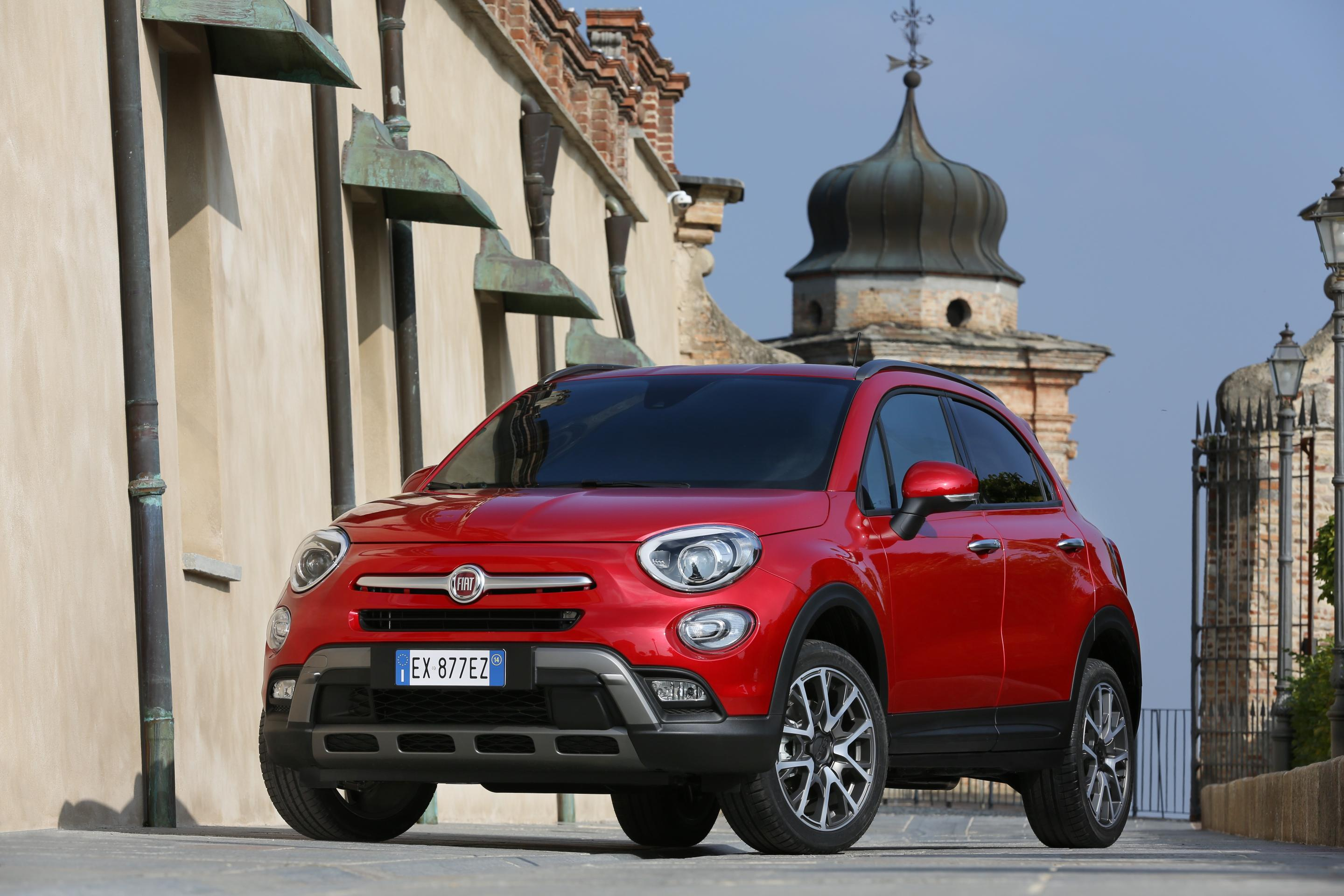 Fiat 500X parked in a town