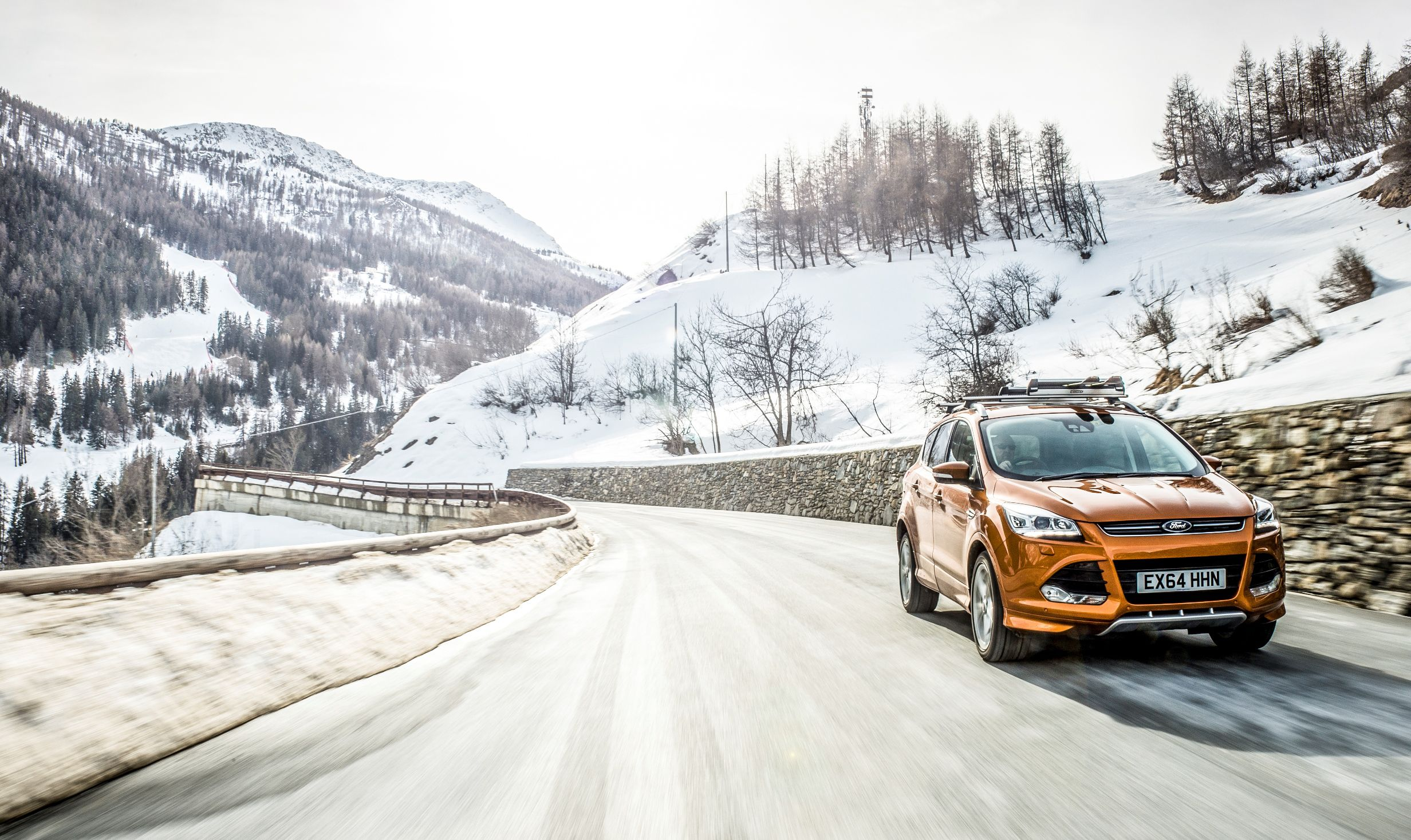 Ford Kuga Driving in snow