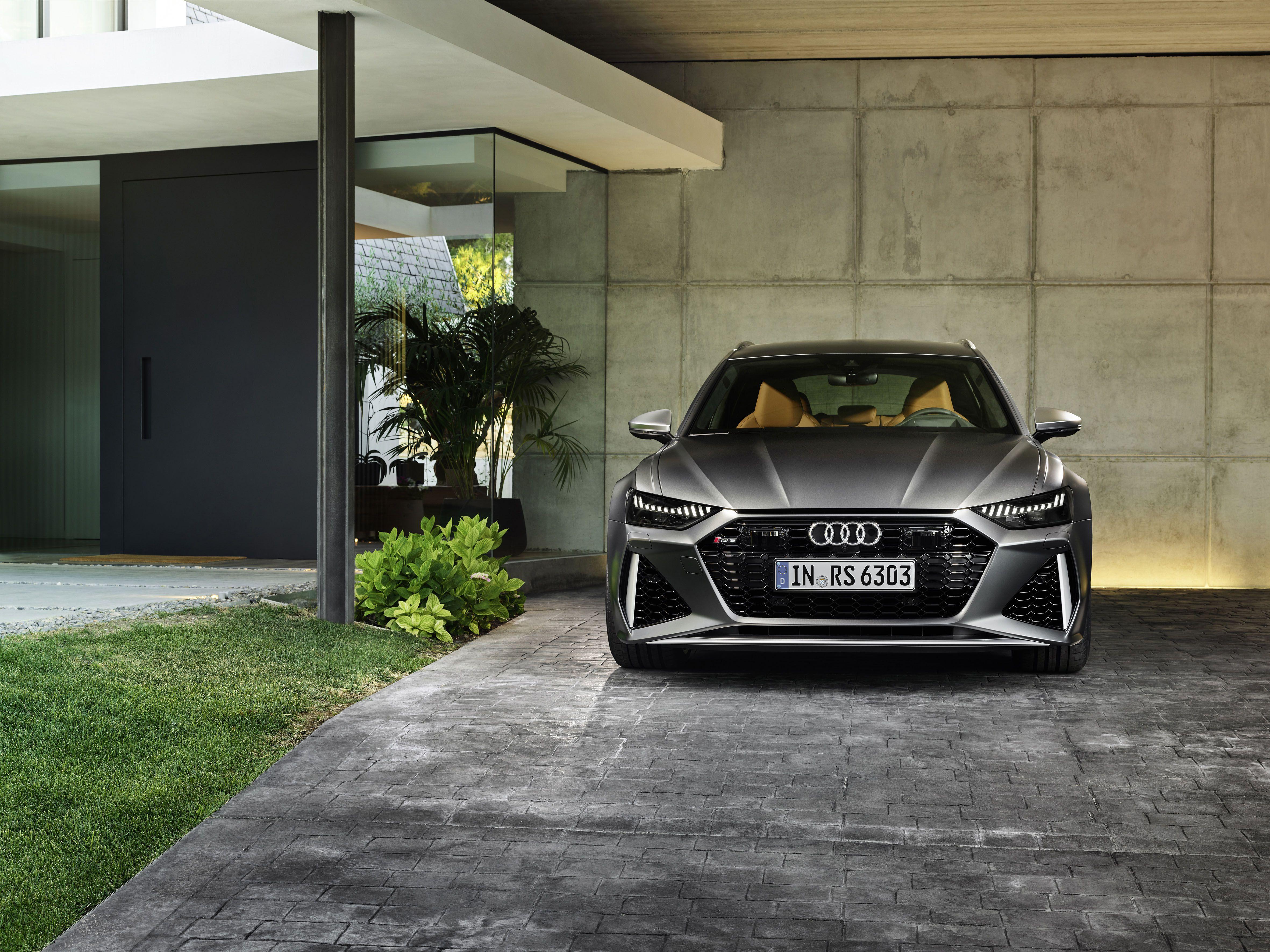 Grey Audi RS6