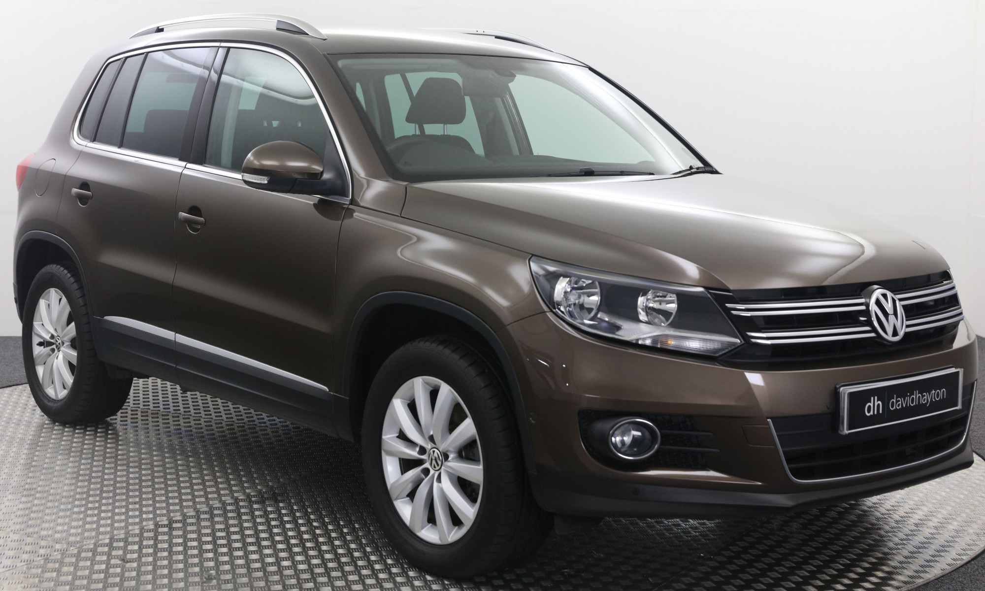 Brown VW Tiguan facing 3/4 right